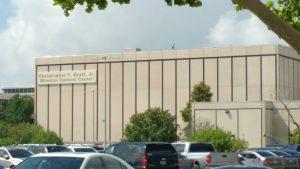 Fachada do prédio que abriga a sala de controle.
